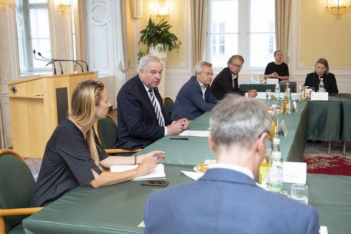 Steirische Regierung Treffen mit Corona Experten